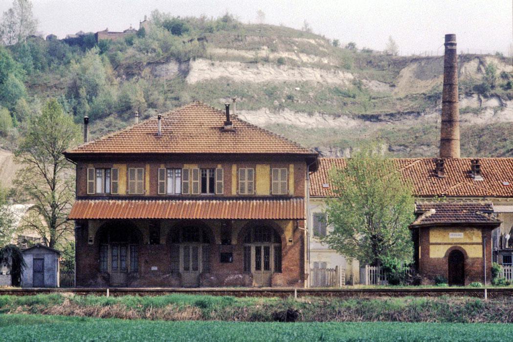 stazione chiusano monferrato